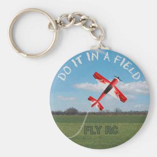 Faça-o em um campo, mosca RC Chaveiro