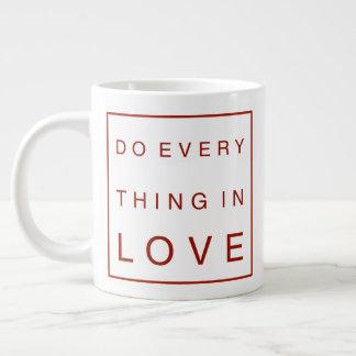 Faça tudo no amor caneca de café grande