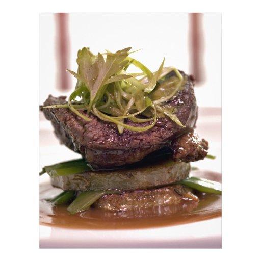 Faixa deliciosa da carne com folhas do caril modelos de panfleto