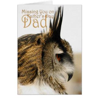 Faltando o no pai do dia dos pais, a coruja de cartão comemorativo