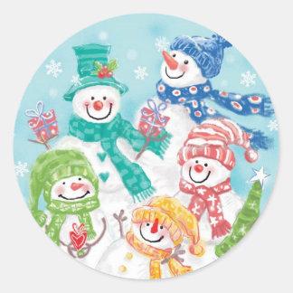 Família bonito do boneco de neve do Natal na neve Adesivos Redondos