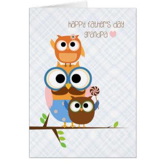 Família da coruja, dia dos pais para o vovô cartão comemorativo