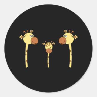 Família dos girafas. Desenhos animados Adesivos Redondos