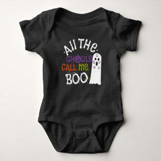 Fantasma bonito e camiseta do Dia das Bruxas dos