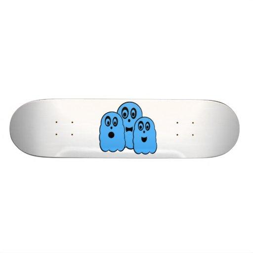 Fantasmas azuis no branco skates