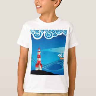 Farol e barco no mar 5 camiseta