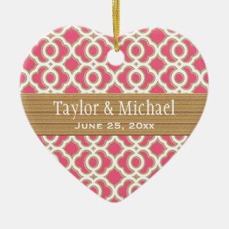 Favores do ornamento do casamento do rosa quente e