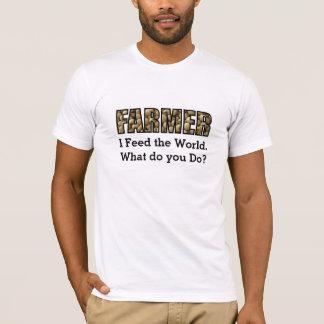 Fazendeiro que alimenta a camisa do mundo