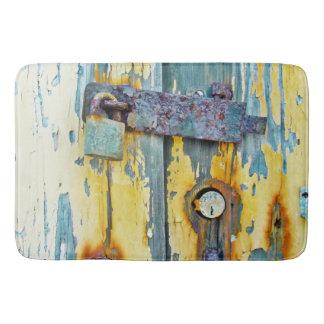 Fechadura da porta pintada do celeiro do tapete de
