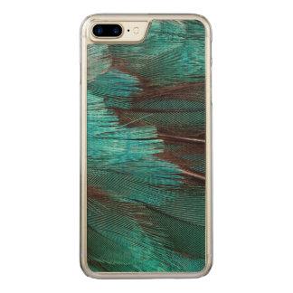Feche acima das penas azuis da asa capa iPhone 8 plus/ 7 plus carved