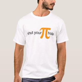 Feche sua camisa alaranjada da torta do furo do Pi