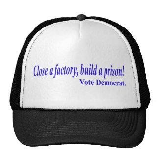 Feche uma fábrica, construa uma prisão! Vote Democ Boné