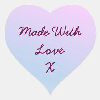 Feito com etiquetas do amor