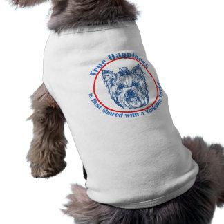 Felicidade verdadeira com um yorkshire terrier camisa para cães