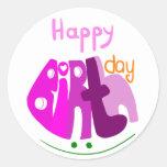Feliz aniversario com etiqueta do sorriso adesivo em formato redondo