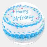Feliz aniversario com glacé azul adesivo em formato redondo