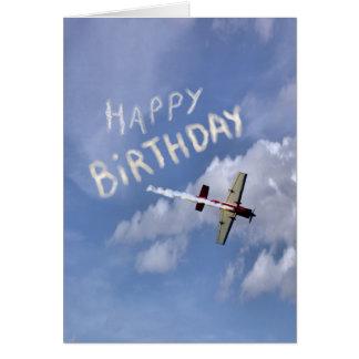 Feliz aniversario de Skywriting nas nuvens Cartão De Nota