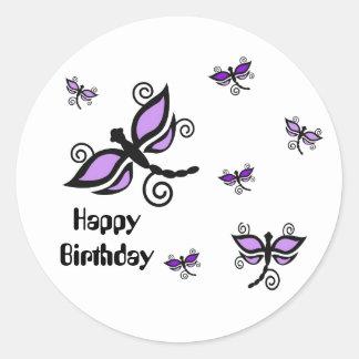 Feliz aniversario, libélulas digitais roxas da adesivo em formato redondo