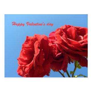 Feliz dia dos namorados com rosas cor-de-rosa cartão postal