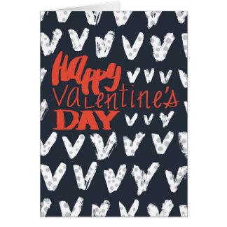 Feliz dia dos namorados indicado por letras dos cartão comemorativo