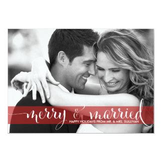 Feliz vermelha e cartão com fotos casado do convites personalizado