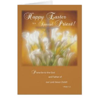 Felz pascoa a um sacerdote católico cartão comemorativo