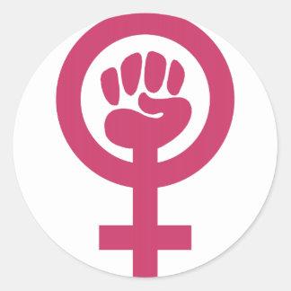 Feminismo para a vitória adesivo em formato redondo