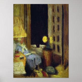 Femme lisant, le soir pôster