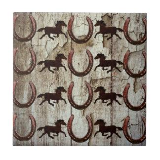Ferraduras dos cavalos nos presentes de madeira do