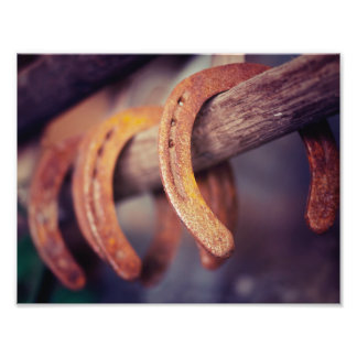 Ferraduras no país de madeira do vaqueiro do impressão de foto