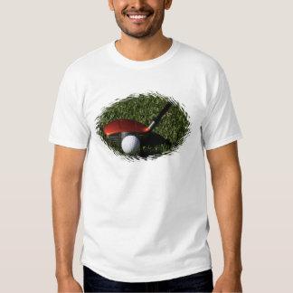 Ferro do golfe e t-shirt dos homens da bola