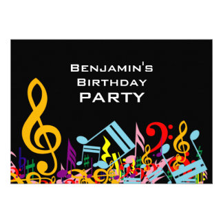 Festa de aniversário colorida das notas musicais