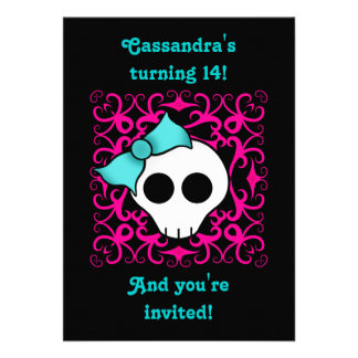 Festa de aniversário gótico bonito do crânio para convites