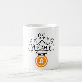 Figura caneca da vara de Bitcoin da equipe de café