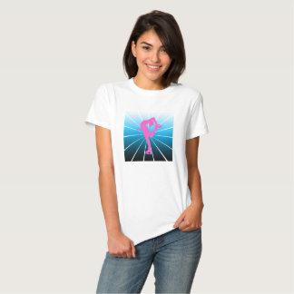 Figura patinador cor-de-rosa com inclinação azul camiseta