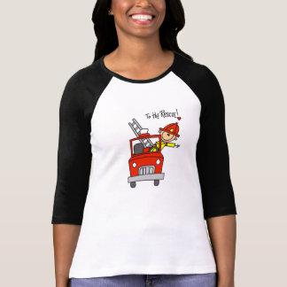 Figura sapador-bombeiro da vara com t-shirt da camiseta