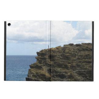 Figura solitário em um penhasco capa para iPad air