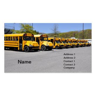 fileira de auto escolares amarelos cartão de visita