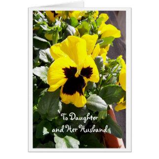 Filha do felz pascoa e amor perfeito do cartão do