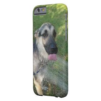 Filhote de cachorro de Shepard do alemão que toma Capa Barely There Para iPhone 6