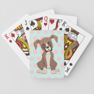 Filhote de cachorro do pugilista em bolinhas jogos de baralhos