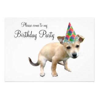 Filhote de cachorro no convite do aniversário do c