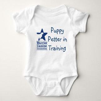 Filhote de cachorro Petter no onsie do treinamento Camiseta