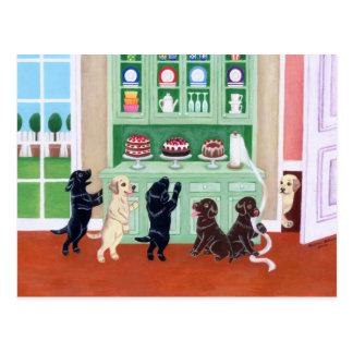 Filhotes de cachorro de Labrador do armário Cartões Postais
