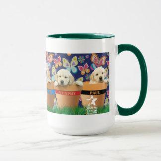 Filhotes de cachorro na caneca dos Flowerpots
