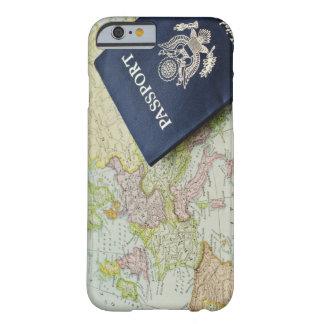 Fim-acima do passaporte que encontra-se no mapa capa barely there para iPhone 6