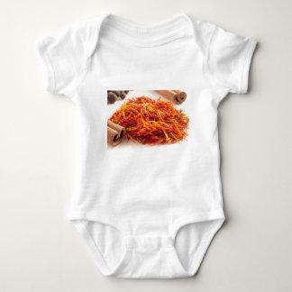 Fim-acima perfumado do açafrão body para bebê