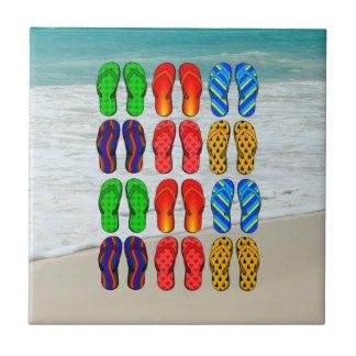 Flip-flops da praia, divertimento das férias azulejo quadrado pequeno