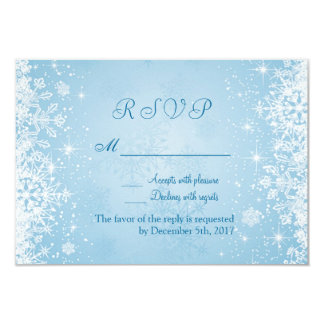 Flocos de neve brancos no convite de prata do azul