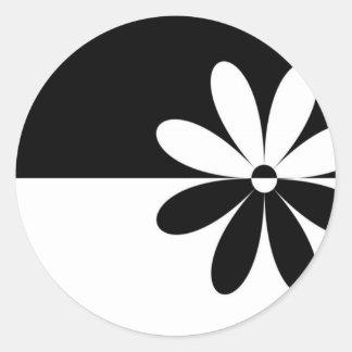 Flor abstrata não que diferente adesivo em formato redondo